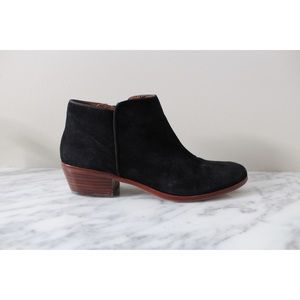 • SAM EDELMAN PETTY BLACK SUEDE ANKLE BOOTIES •